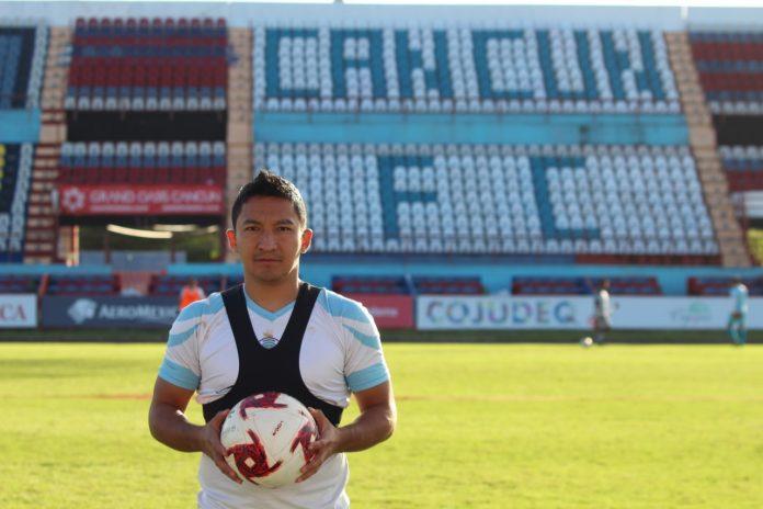 César Villaluz en su presentación con el Cancún F.C.